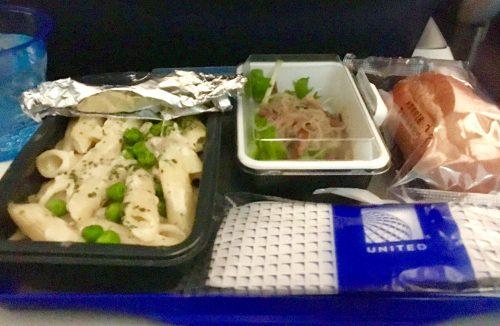 ユナイテッド航空 パスタの夕食